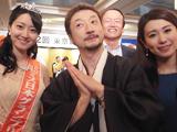 名産牡蠣の船曳さんのしょこさんと写真とったら背後にお父様も見切れてた。&ミス日本。